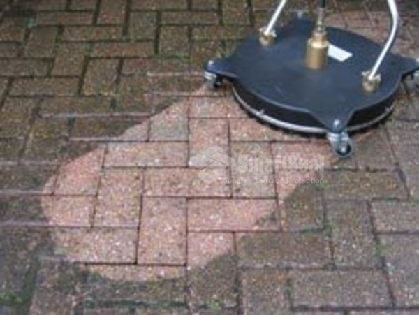 Rotary Head power washer cleaning block paving